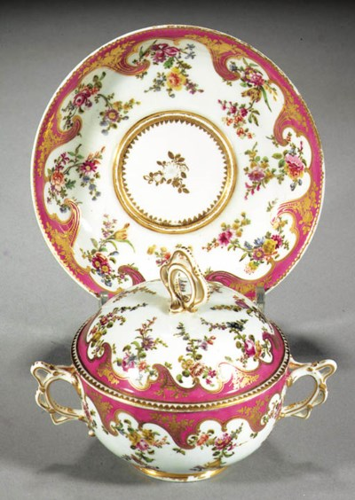 A Chelsea two-handled circular