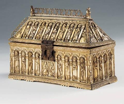 An ivory veneered casket, seco