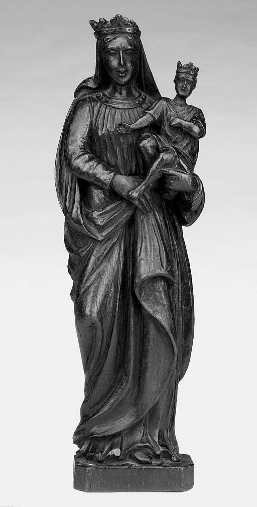 A North European carved oak fi