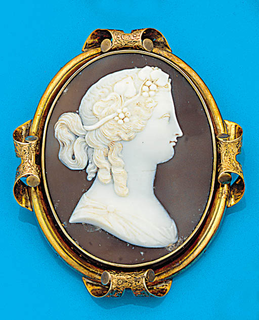 A 19th century, gold shell cameo brooch,