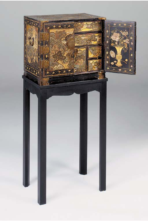 A CHINESE COROMANDEL LACQUER TABLE CABINET ON LATER STAND, THE CABINET LATE 17TH/EARLY 18TH CENTURY