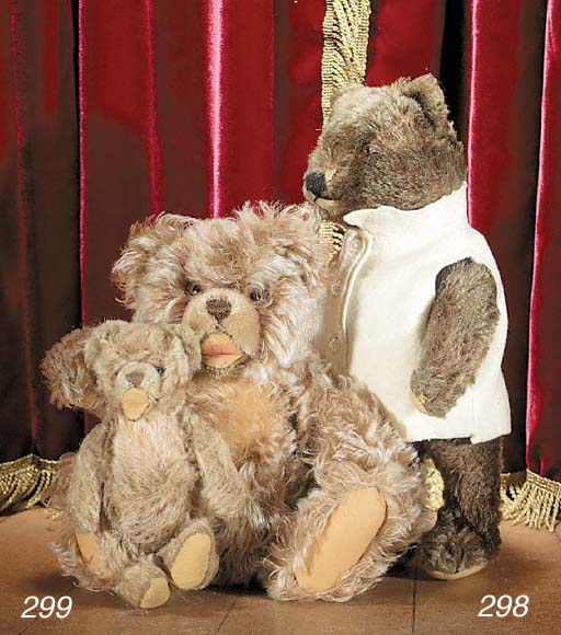 A Steiff Zotty teddy bear