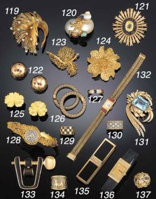 An 18ct gold and diamond bangl