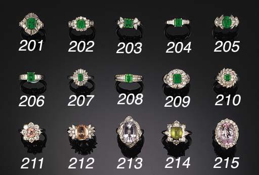 An emerald single stone ring w