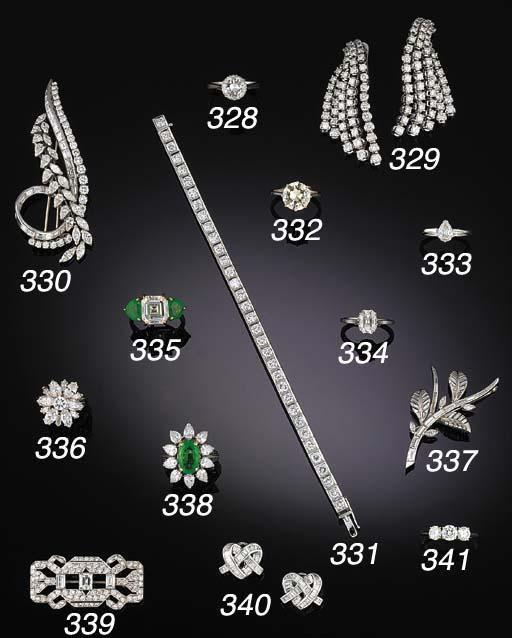 A diamond, marquise diamond, d