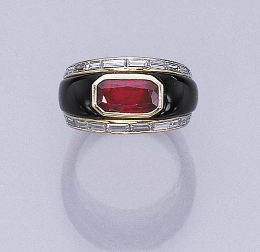 A RUBY, ONYX AND DIAMOND RING,