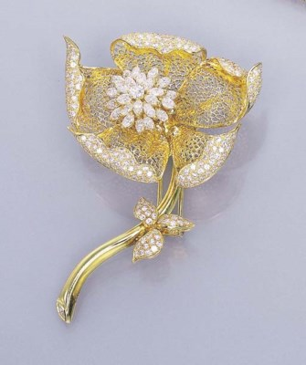 A DIAMOND AND 18K GOLD FLORAL