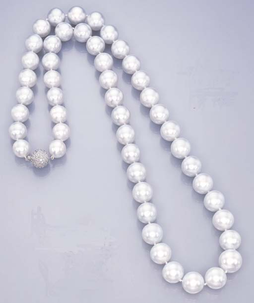 A SOUTH SEA CULTURED PEARL SAU