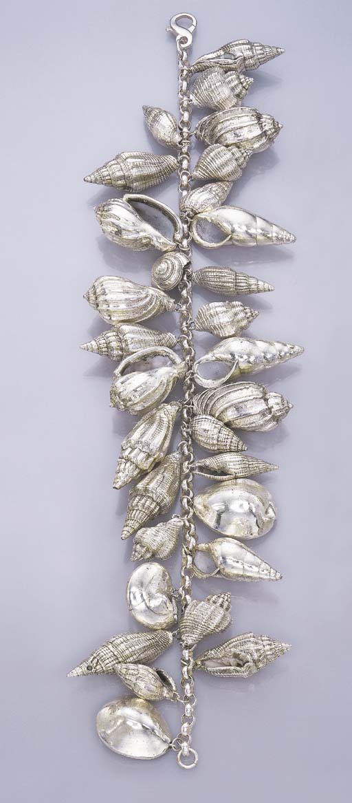 A SILVER SHELL NECKLACE