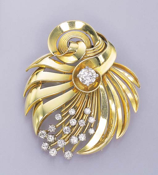 A GOLD AND DIAMOND CLIP BROOCH