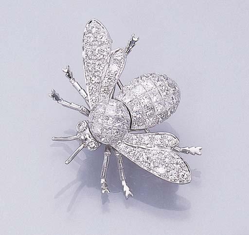 A DIAMOND BUMBLE BEE BROOCH