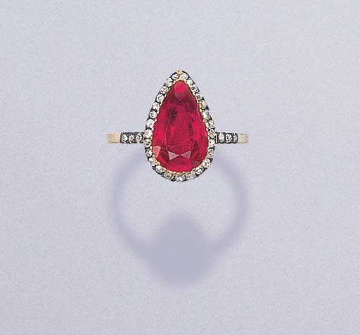 A FINE RUBY RING