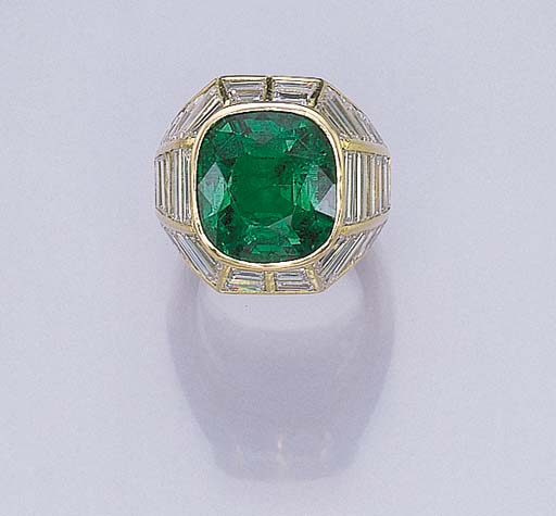 AN ATTRACTIVE EMERALD AND DIAM