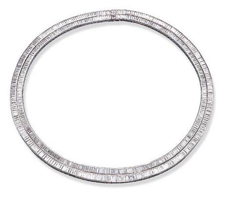 A TWIN-LINE DIAMOND NECKLACE