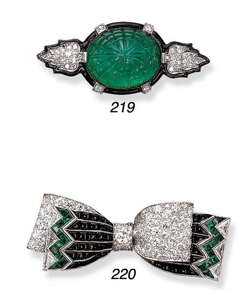 AN EXQUISITE ART DECO EMERALD,