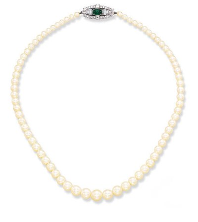 A SINGLE-STRAND PEARL NECKLACE