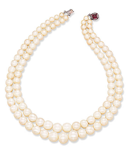 A TWO-STRAND PEARL NECKLACE