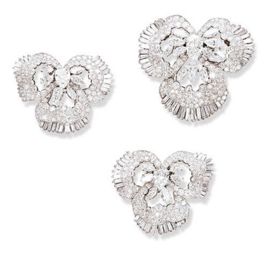 A SET OF THREE CHIC DIAMOND PA
