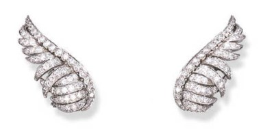 A PAIR OF ELEGANT DIAMOND EAR