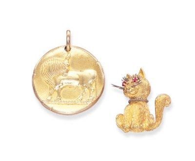 A SET OF 18K GOLD JEWELLERY