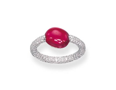 A CABOCHON RUBY RING