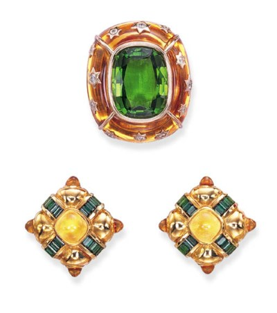 A SET OF PERIDOT, CITRINE AND