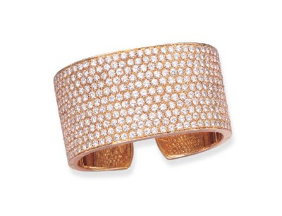 A DIAMOND AND 18K GOLD BANGLE