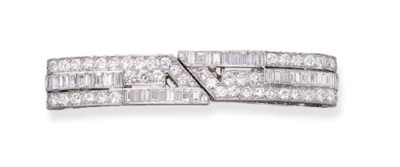 AN ART DECO DIAMOND BARRETTE,