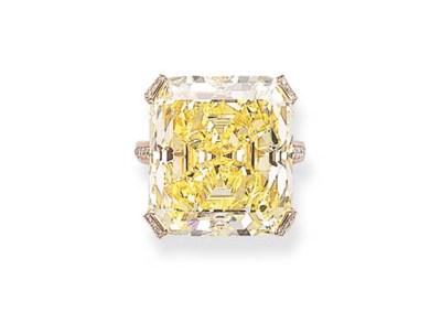 A FANCY YELLOW DIAMOND RING