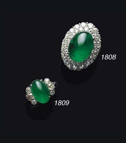 AN ELEGANT JADEITE AND DIAMOND