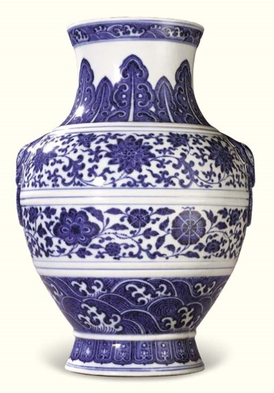 A FINE BLUE AND WHITE VASE, HU