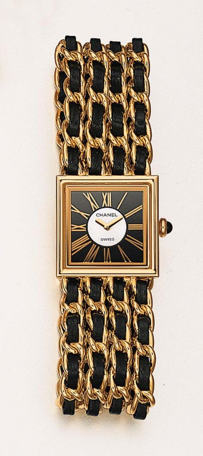 A LADY'S 18K GOLD SQUARE WRIST