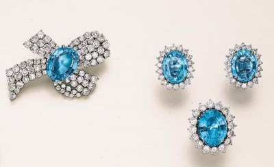 A SET OF BLUE TOPAZ AND DIAMON
