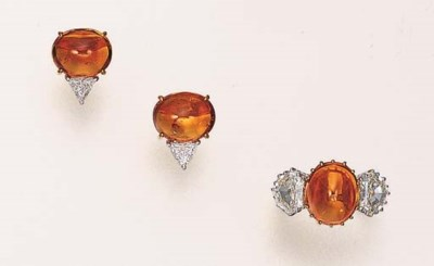 A SET OF YELLOW SAPPHIRE AND D