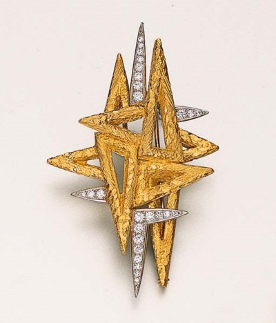 A GOLD AND DIAMOND-SET BROOCH,