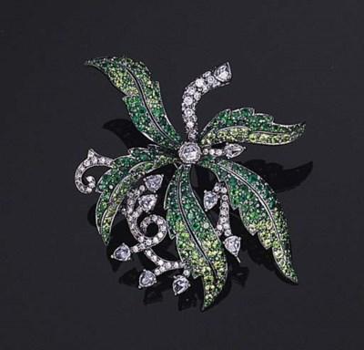 A TSAVORITE GARNET AND DIAMOND