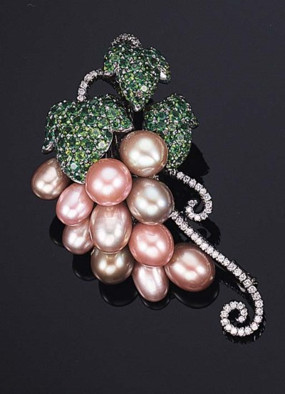 A CULTURED PEARL, TSAVORITE GA