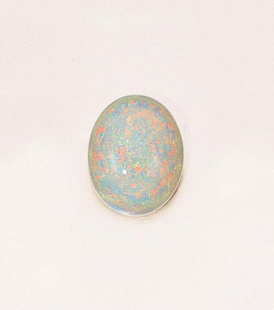 AN UNMOUNTED CABOCHON WHITE OP
