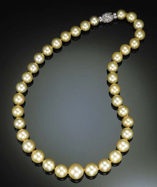 A SINGLE-STRAND SOUTH SEA GOLD