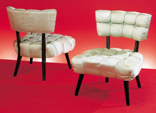 A PAIR OF SILK-UPHOLSTERED HOS
