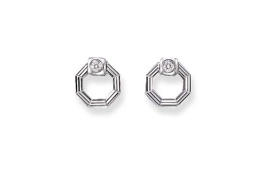 A PAIR OF DIAMOND AND 18K WHITE GOLD CUFF LINKS
