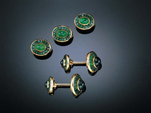AN EMERALD AND GOLD DRESS SET, BY ANDREOLI