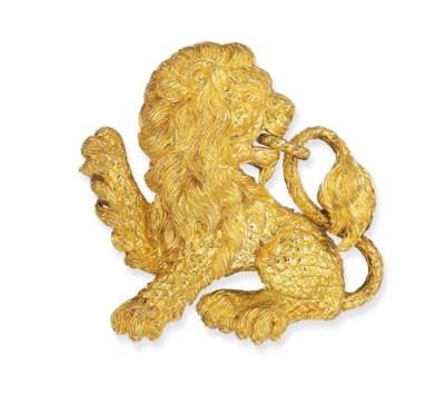 AN 18K GOLD LION BROOCH, BY DA