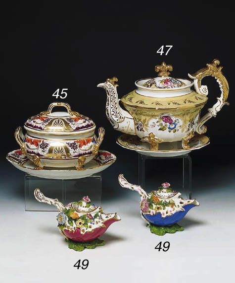 TWO COALPORT SAUCE VESSELS AND