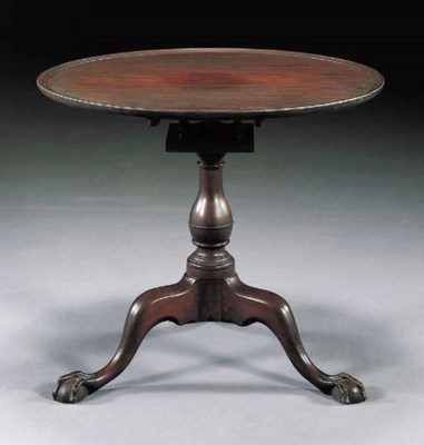 A CHIPPENDALE MAHOGANY DISH-TO