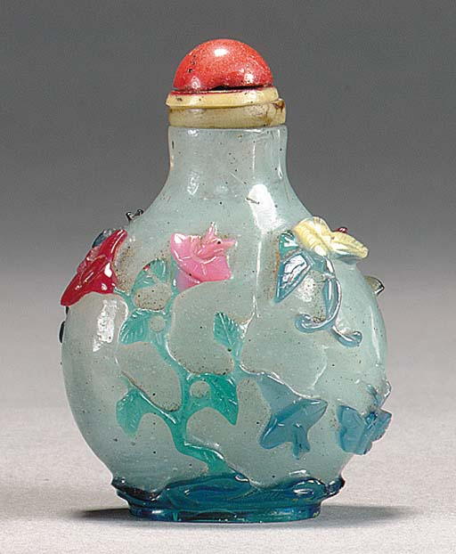 A COLORED GLASS SNUFF BOTTLE