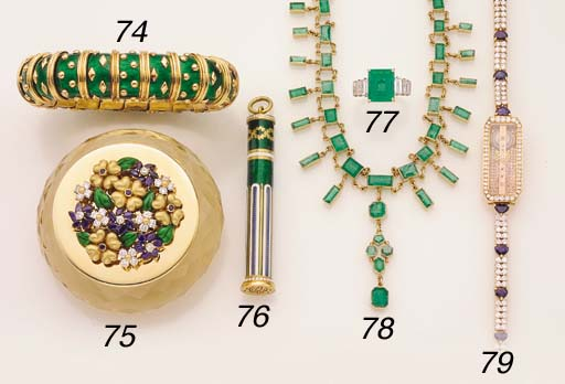 AN EMERALD AND GOLD NECKLACE