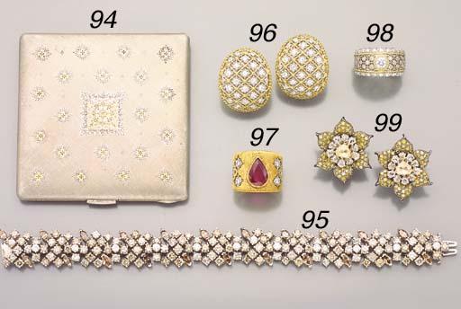 A DIAMOND AND BICOLORED 18K GO