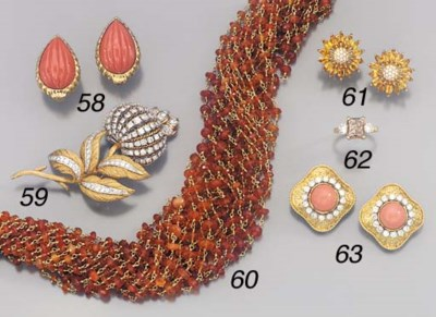 A PAIR OF 18K GOLD AND CORAL E