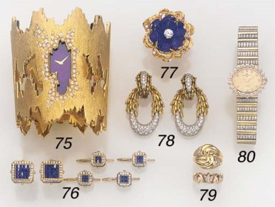 A SAPPHIRE AND DIAMOND DRESS-S
